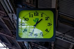 プラットホームの時計